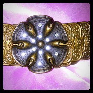 Accessories - Nwot Metal Stretch Brass Tone Flower Belt